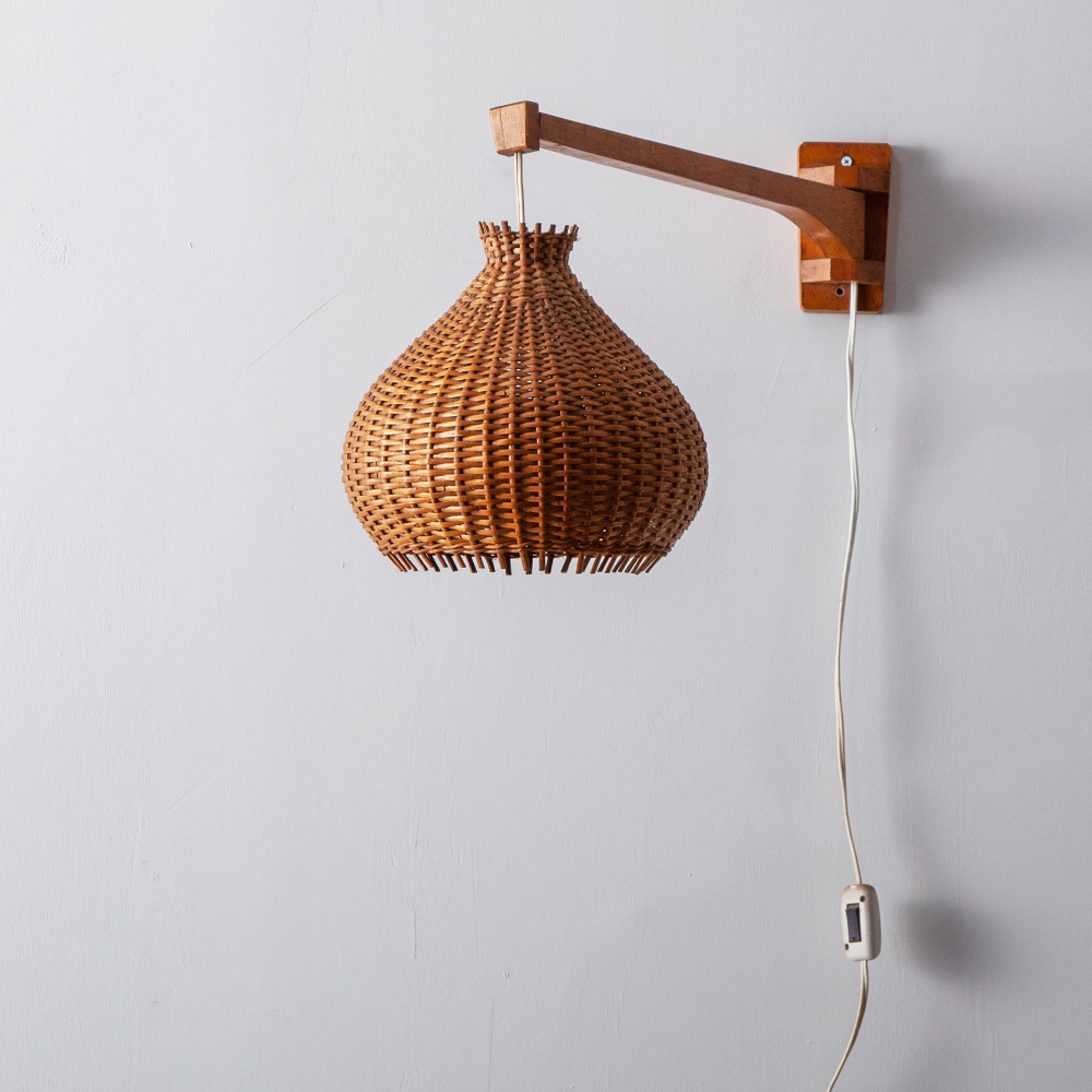 70s Swiveling Wall Light in Rattan and Wood #2