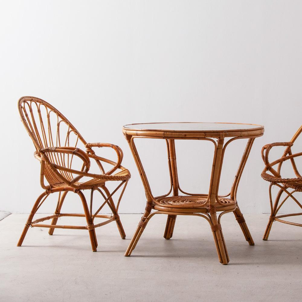 Vintage Rattan Table Set France , 1950 フランスよりヴィンテージのラタンテーブルセット。 ガラスの天板の乗ったテーブルと美しいラタンチェアのセットです。 ※セットでの販売となります。