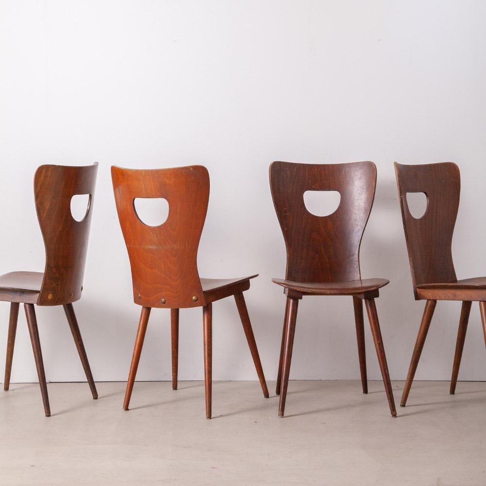 BAUMANN Chair France , 1950s 1901年創業の、フランスを代表する家具メーカー BAUMANN(バウマン)社より、1950年代のビストロやホテル、劇場などでよく使用されていたバウマンチェア。丸いフォルムに背もたれのボルトナットが印象的です。 同デザインが30脚入荷しています。店舗などの設計案件へもご提案いただけます。 色味や質感は個体によって差があります。予めご了承下さい。