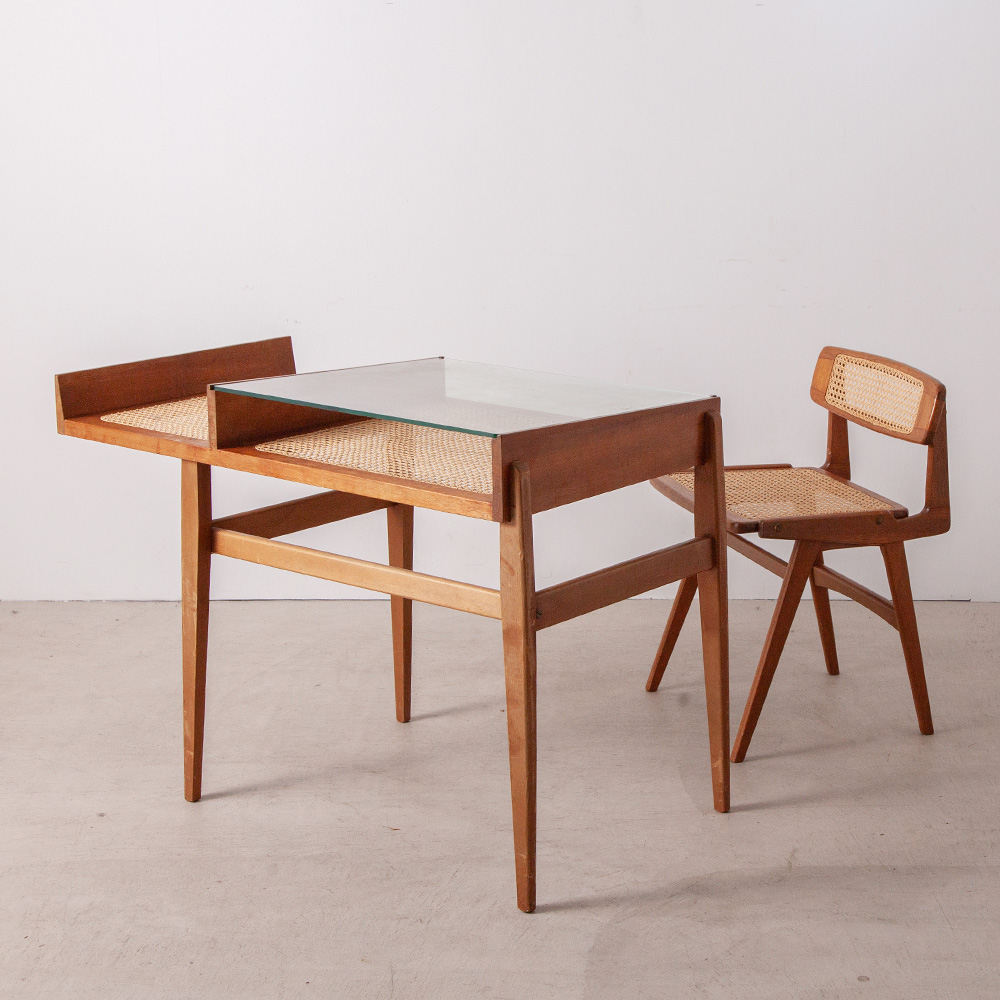 Desk and Chair set in Mahogany, Glass and Yellow Cane by Roger Landault France , 1960s フランス人デザイナー Roger Landault(ロジェ・ランドー)による美しいフォルムのデスクセット。 椅子:W490 D440 H690mm SH455 デスク:W1045 D550 H725mm