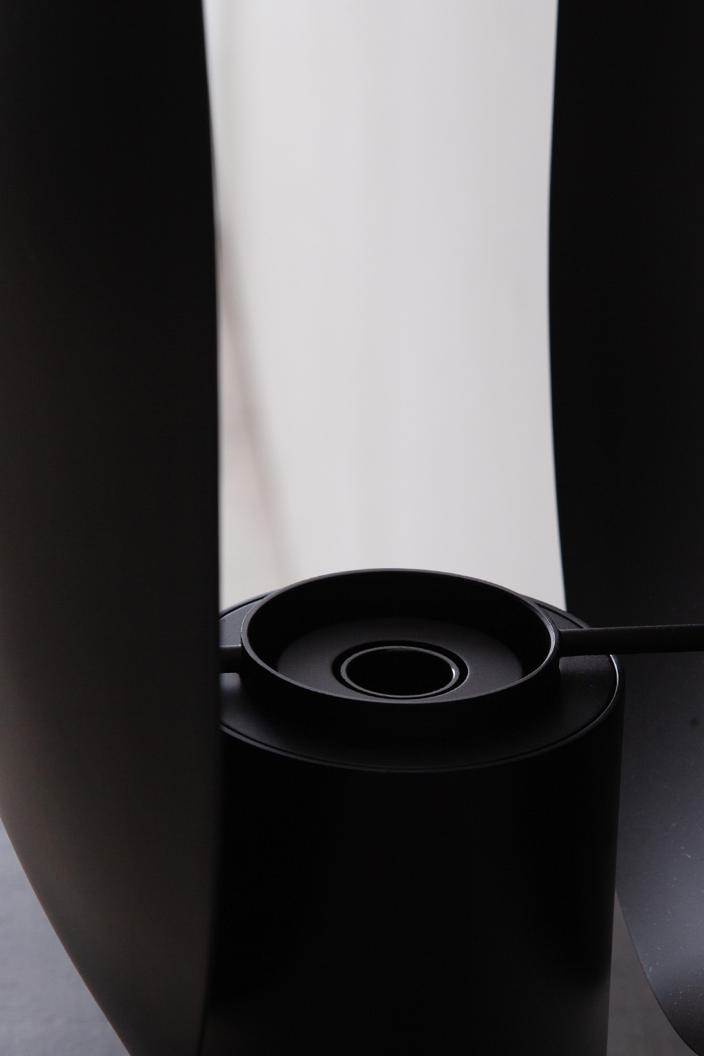 Oval Table Lamp in Black and Metal